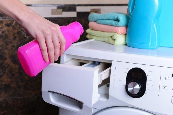 добавление клейстера в лоток стиралки