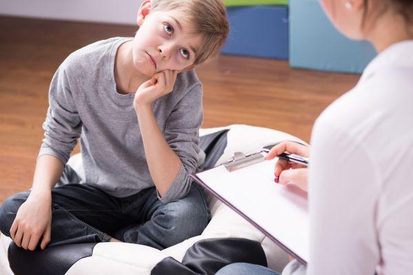 психолог с ребенком