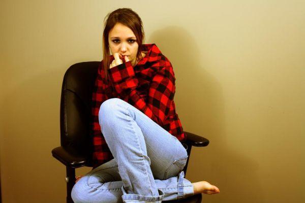 девушка в одиночестве