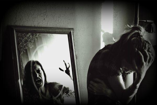 страшное отражение в зеркале