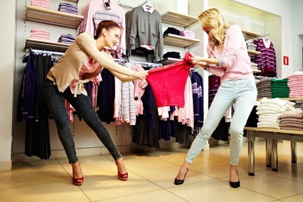 девушки в магазине