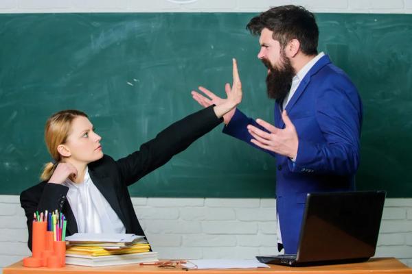 конфликт учителя с родителем