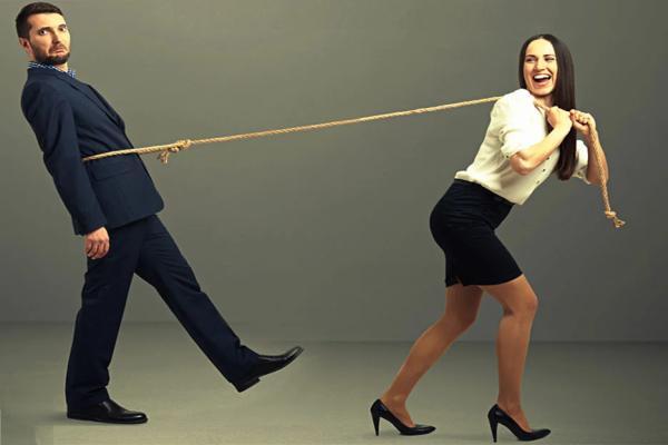 женщина мотивирует мужчину