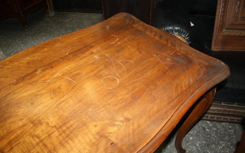 стол царапины