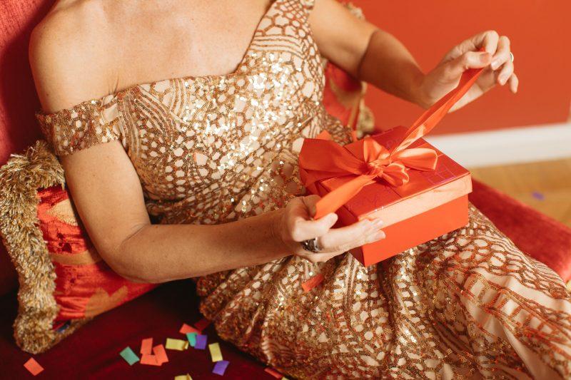 подарок девушке на новый год 2022