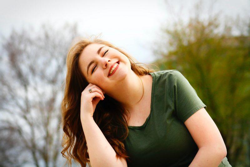 улыбка женщина